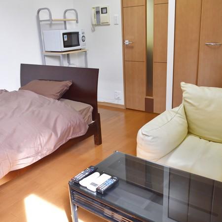 6.2帖のお部屋にシングルベッド。